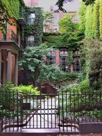 beacon-hill-courtyard