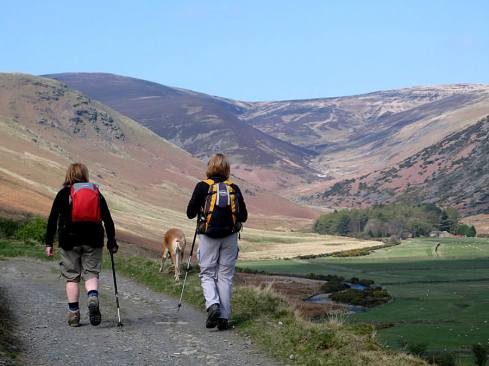 fell-walking-in-the-lakes